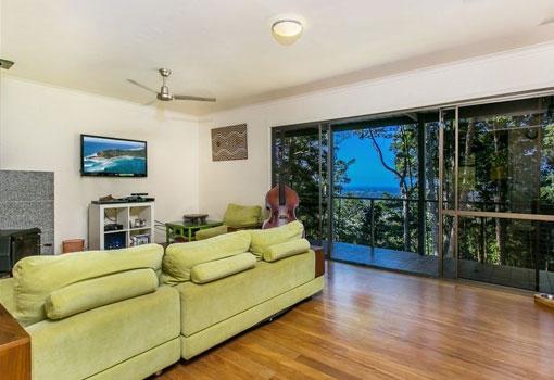 306 Coolamon Scenic Drive lounge