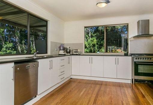 306 Coolamon Scenic Drive kitchen