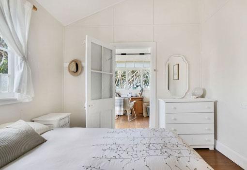 4 gaggin street bed